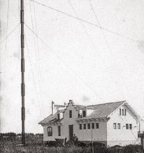 Josep Puig i Cadafalch va dissenyar la casa de la Telegrafia del Prat de Llobregat l'any 1911